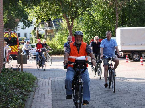 """Weiterlesen: Aktion """"Feuerwehr bewegt"""" 2018 in der Samtgemeinde Tarmstedt - Große Fahrradtour mit Teilnehmern..."""